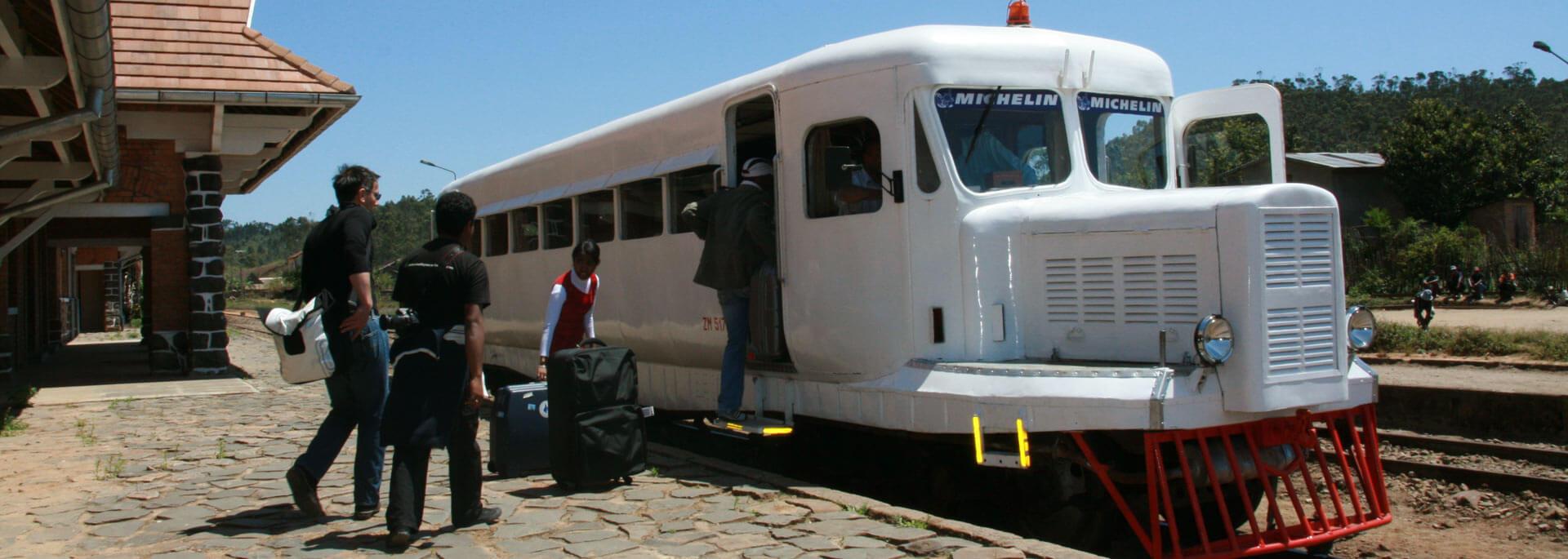 Im Micheline-Schienenbus durchs Hochland Madagaskars